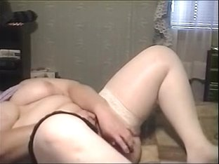 Corpulent plays herself in darksome pants