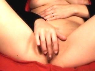 Beauty fingering her shaggy slit