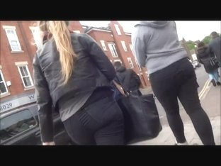 Candid teens with big asses in tight jeans