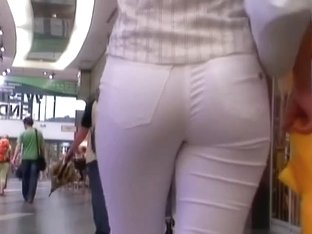 Big ass in tight pants creates the best scenery