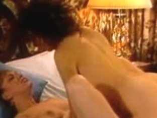 Retro lesbian pussy licking action with hot babes