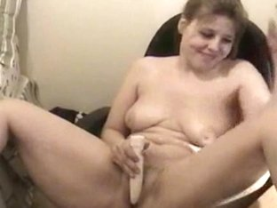 Chubby chick playing with her pussy on webcam