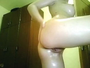 Tempting oiled girl on cam
