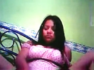 Hot webcam slut fucking a toy