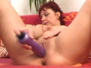 Sleazy aged mama works her rock hard love tunnel muscle