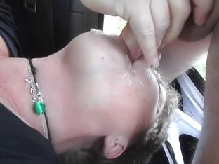 Huge facial on girl in roadside car