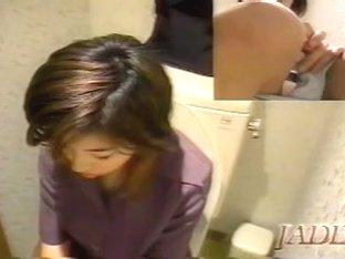 Asian girl is in the real masturbation ecstasy on voyeur cam