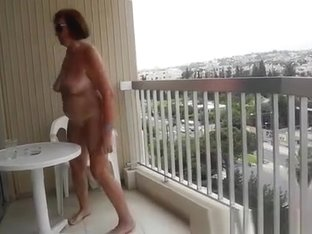 Exhibitionist mature flashing body in balcony