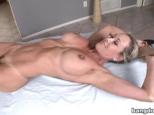 Hot MILF gets her pussy pounded