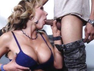 No man has ever filled Nikki Sexx like Wrexxx Kidneys