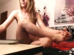 Blonde Hotchick4uu plays with a rubber dildo