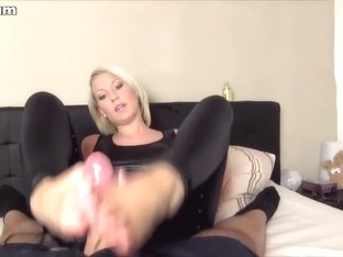 I give my bf a footjob in amateur blonde porn clip