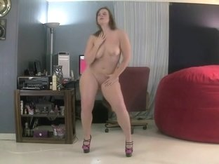 Dancing and showing my bun and tits