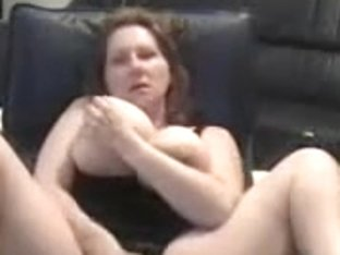 Chubby babe spreading her hips for a wild masturbation