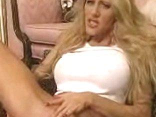 Dildoing her slit makes her scream