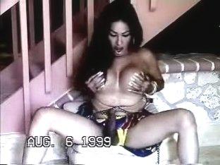 Latina exposed hot spread