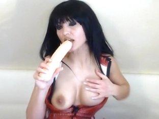 I fuck a toy on webcam in the brunette amateur clip