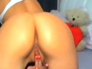 Showing my teen butt on a webcam