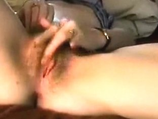 I'm rubbing my pussy for the cam