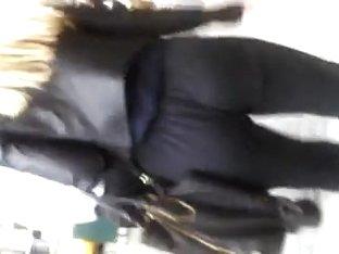 butt cheeks shake as she walks