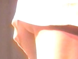Voyeur video from a live concert catches some upskirts