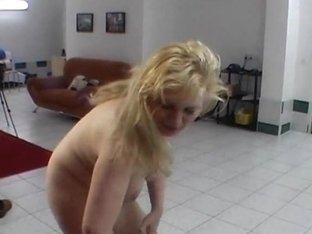 Chubby MILF doing hot lapdance