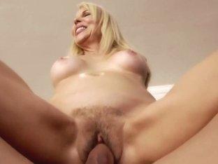 Erica Lauren & Johnny Castle in My Friends Hot Mom