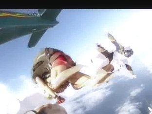 Undressed Hawt Gals Skydiving!
