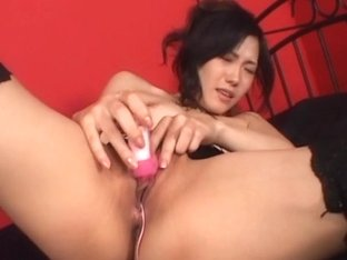 Yui Komine plays with her juicy pink slit