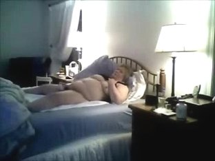 Caught my fat mom masturbating on bed