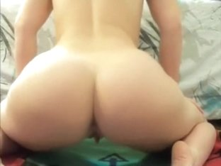 Rubbing my muff and shaking my booty