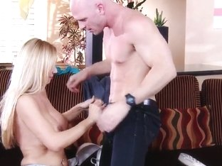 Stunning porn actress likes when someone is drilling her