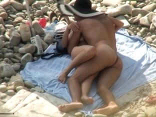 Voyeur clip shows a naked couple