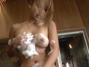 Karen Yuuki starts masturbating in the warm shower