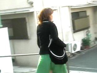 Street sharking shows a lovely Japanese ass on the street