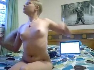 Twerking my ass on homemade tape