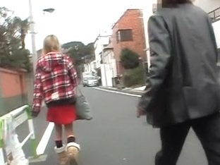 Blonde Japanese chick featured in a kinky sharking video