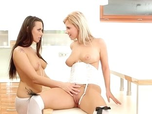 Mea Malona has lesbo sex with Nathaly in art porn