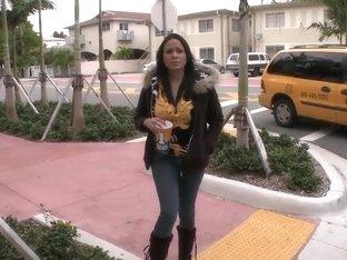Amazteur teen bitch Fernanda agreed to go somewhere in stranger's car