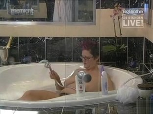 Curvy Big Brother contestant bathes topless