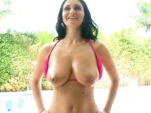 Heavy chested Ava Addams gets oiled while teasing