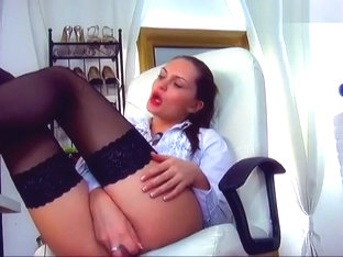 00AngieL, dressed in black stockings, fucks herself in a chair