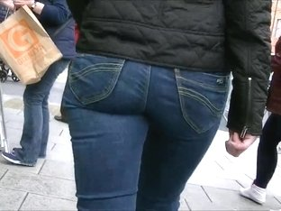 Walking in tight jeans (candid)