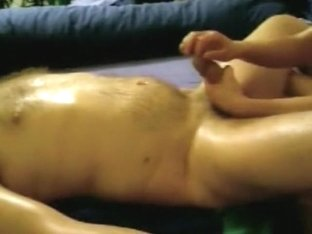 Steaming hot handjob in the massage parlor