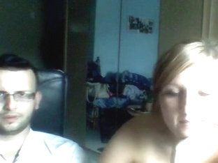 Stacked woman gets kinky on webcam2