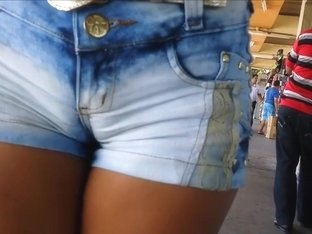 Lovely lass has her juicy twat imprinted on her jeans shorts