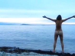 Naked woman greets the beauty of the sea