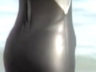 Candid video from beach with girl in tight spandex costume 03d