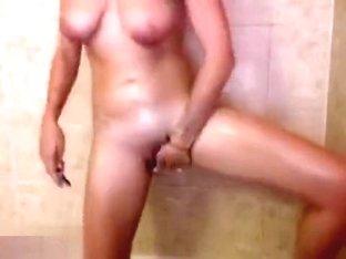 Hottie Mojito masturbating in the bath