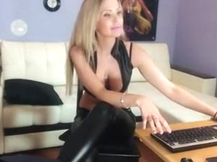Amateur webcam porn with me posing in tight clothes